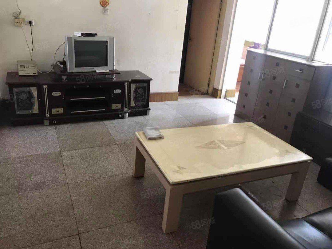三室三楼600元月带家具家电便宜澳门金沙平台