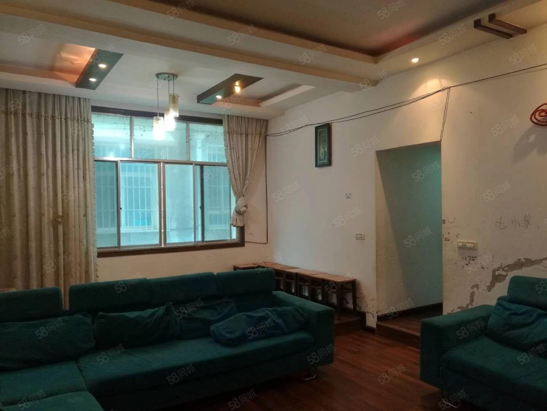 出租龙里老板街4楼3室2厅简装家具齐全,租金1500元