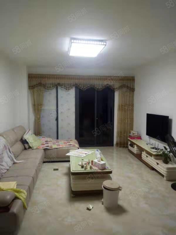 兴源春天,二房二厅,有地下停车场,出入方便,屋内好干净