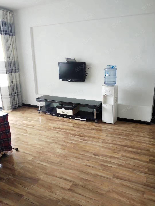 城?#34892;?#20004;室简单装修住房出租,家电齐全,拎包入住。