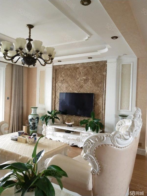 梅溪馨苑三室两厅两卫豪华装修家具家电齐全稀缺房源