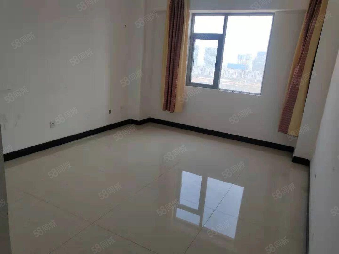 一中附近精装修3室2厅2卫1400一个月随时入住