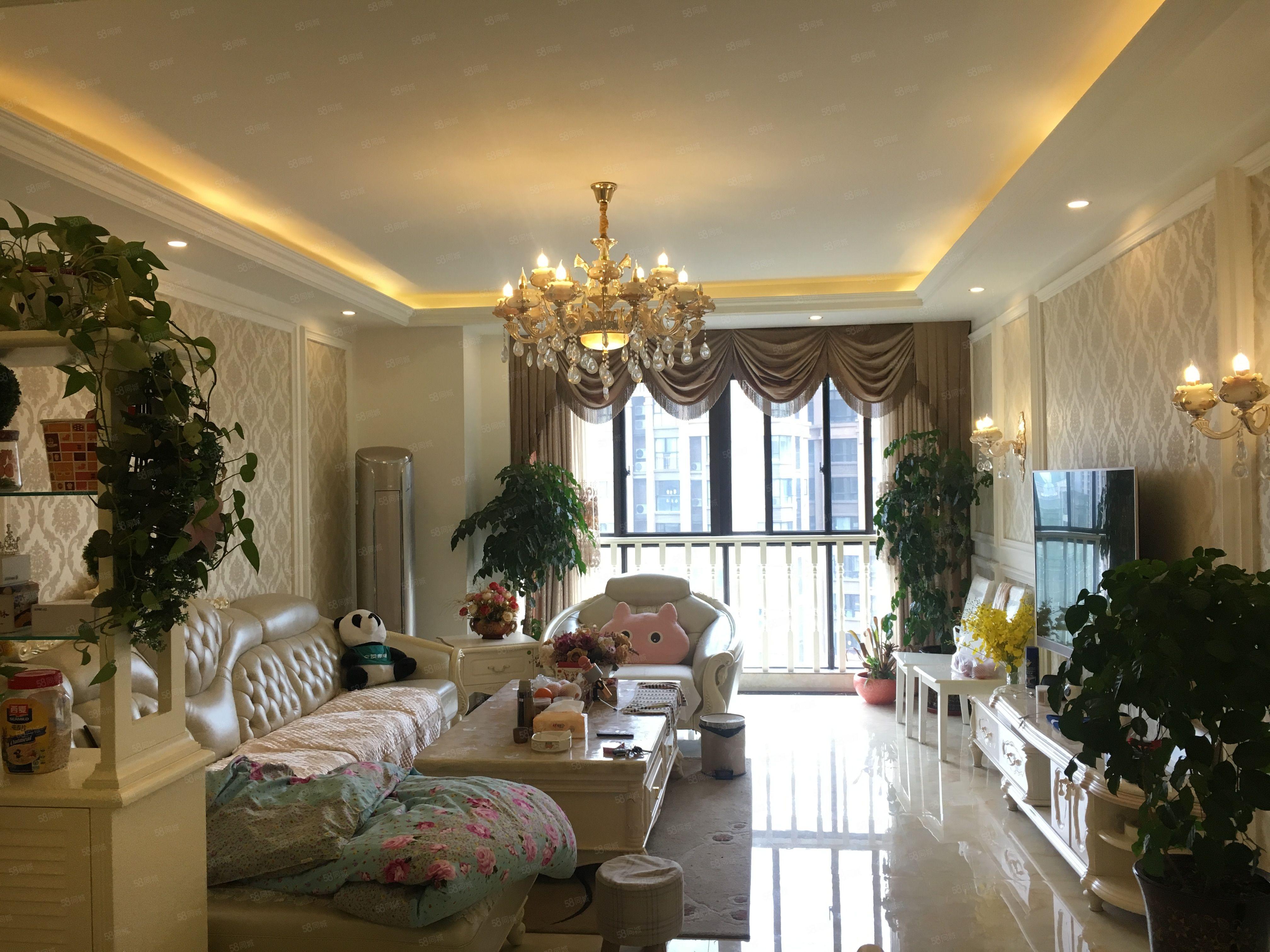 东城国际套三新装修格调优雅,温馨舒适,即可拎包入住