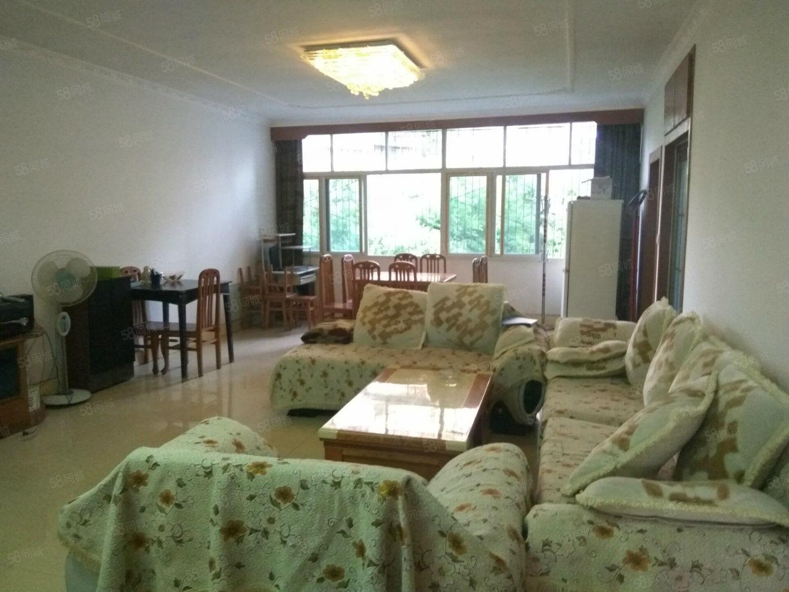 成龙街小区房5楼3室2厅家具电器齐全空调两台随时入住