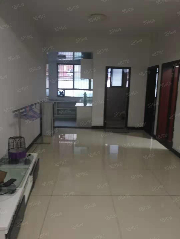 火车站三室一厅新装修房