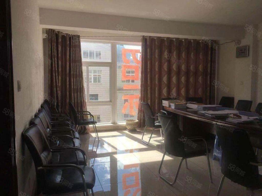 三中附近玉锦园4楼6室3600元/月精装带有部分家具