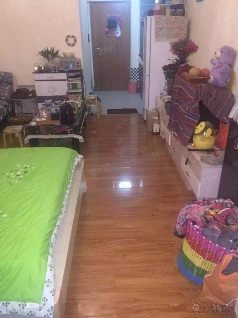 沃尔玛对面时代广场精装公寓1房900元/月可以短租