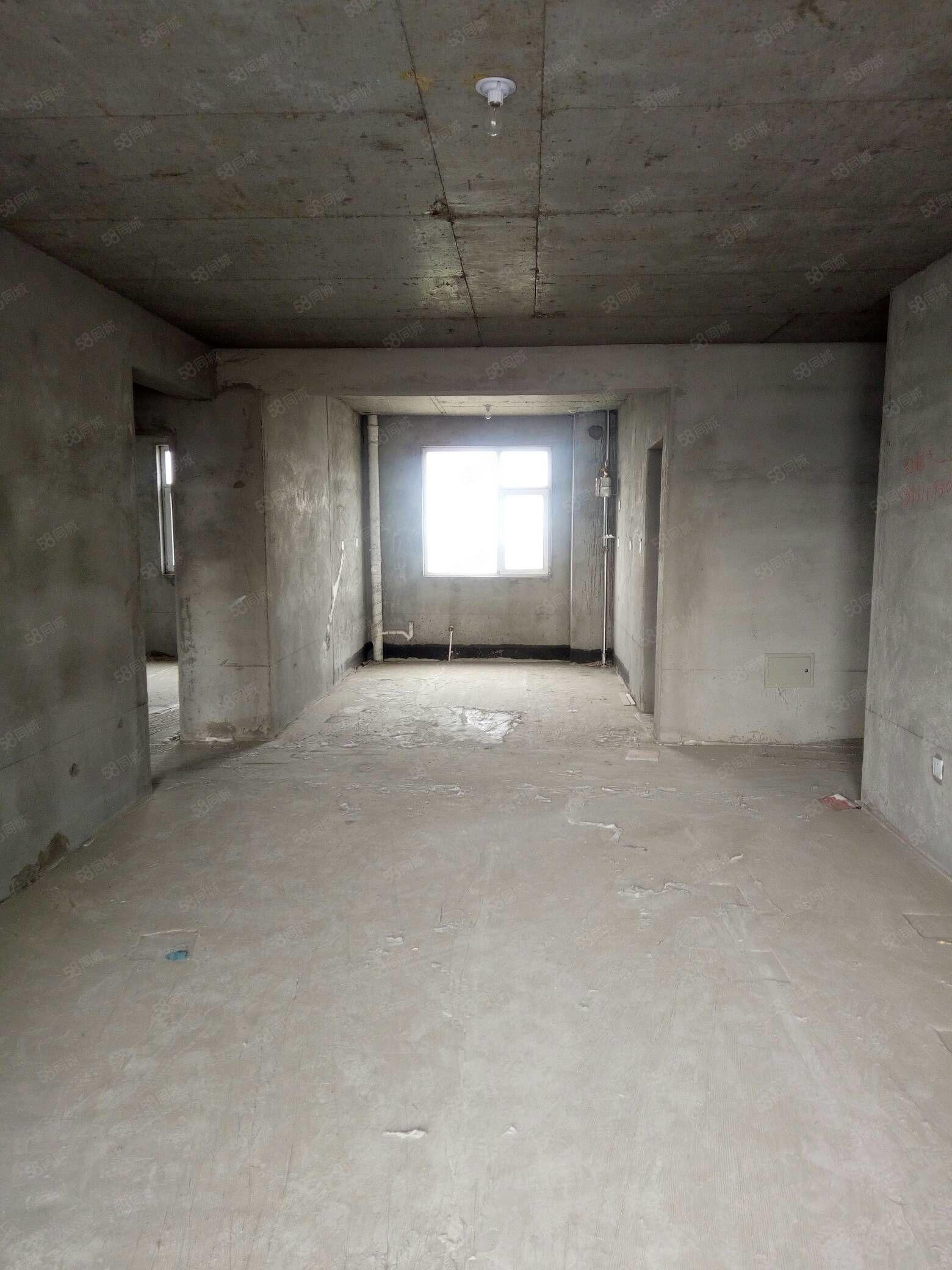 出售金惠小�^3室中�g��与�梯房能接�J款��小房99