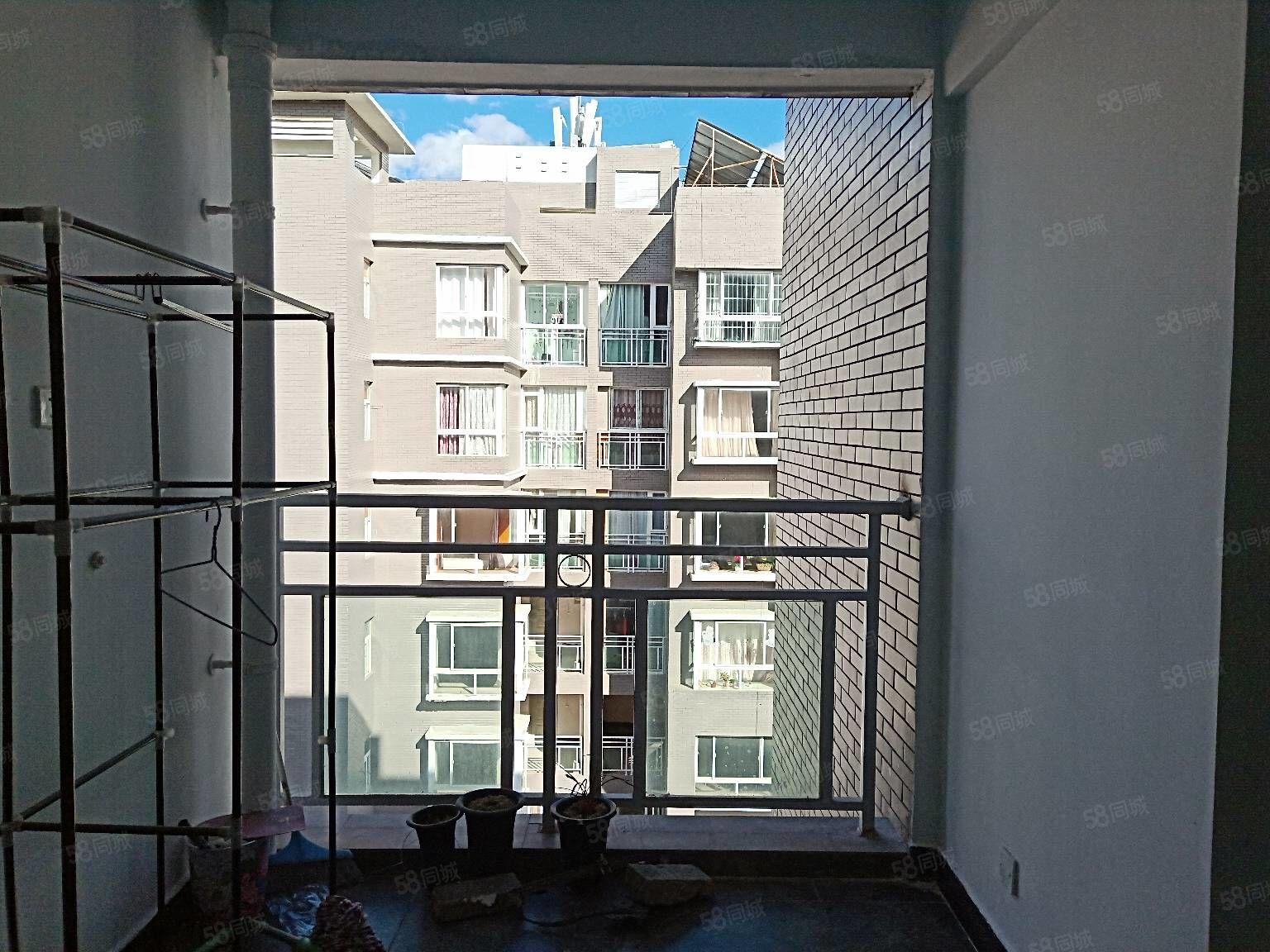 市政府旁祥和领域电梯房2室带部分家具出租