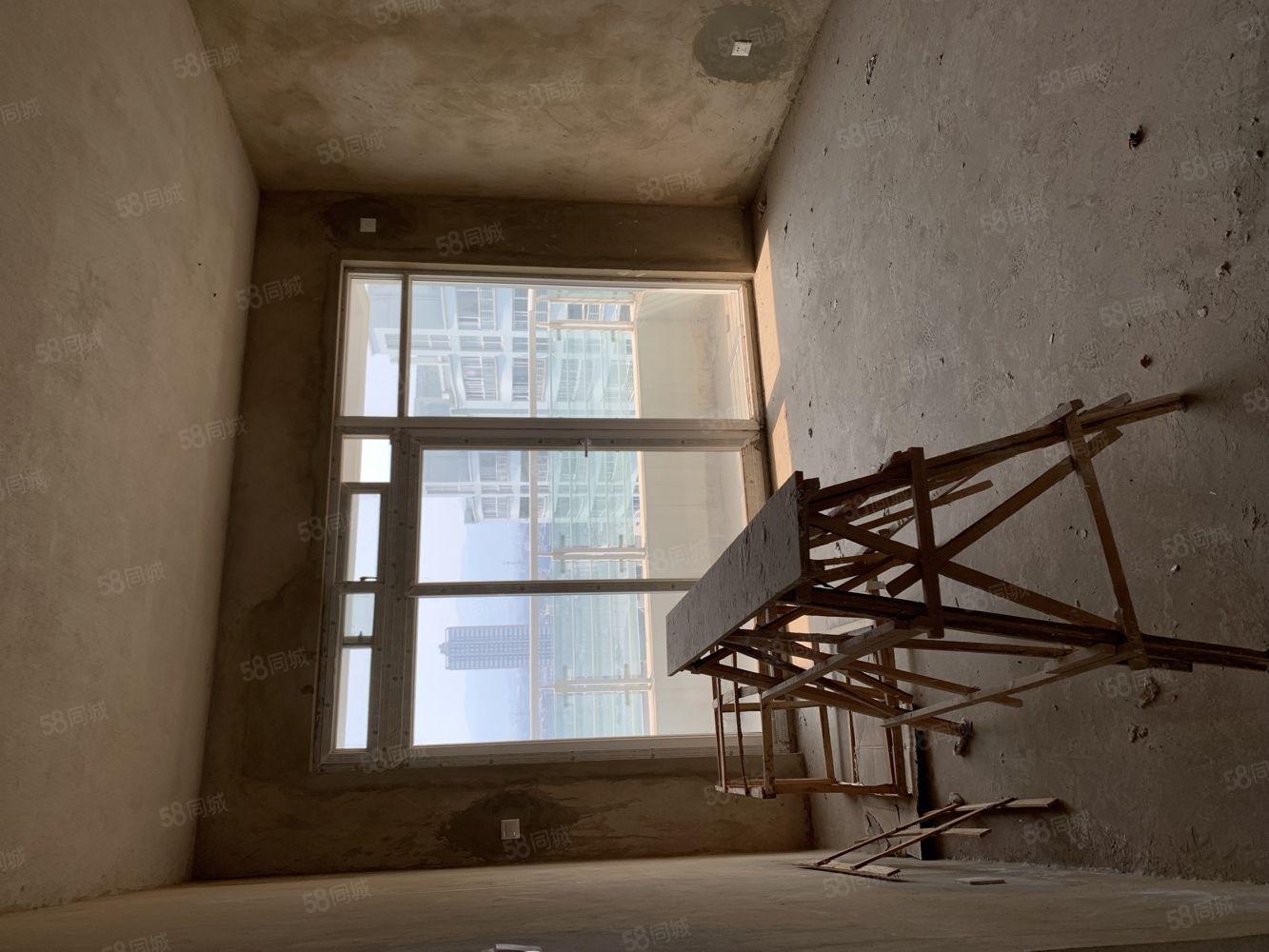 玉溪二小区92平米全新毛房带车位标准三居室无浪费双面通透型