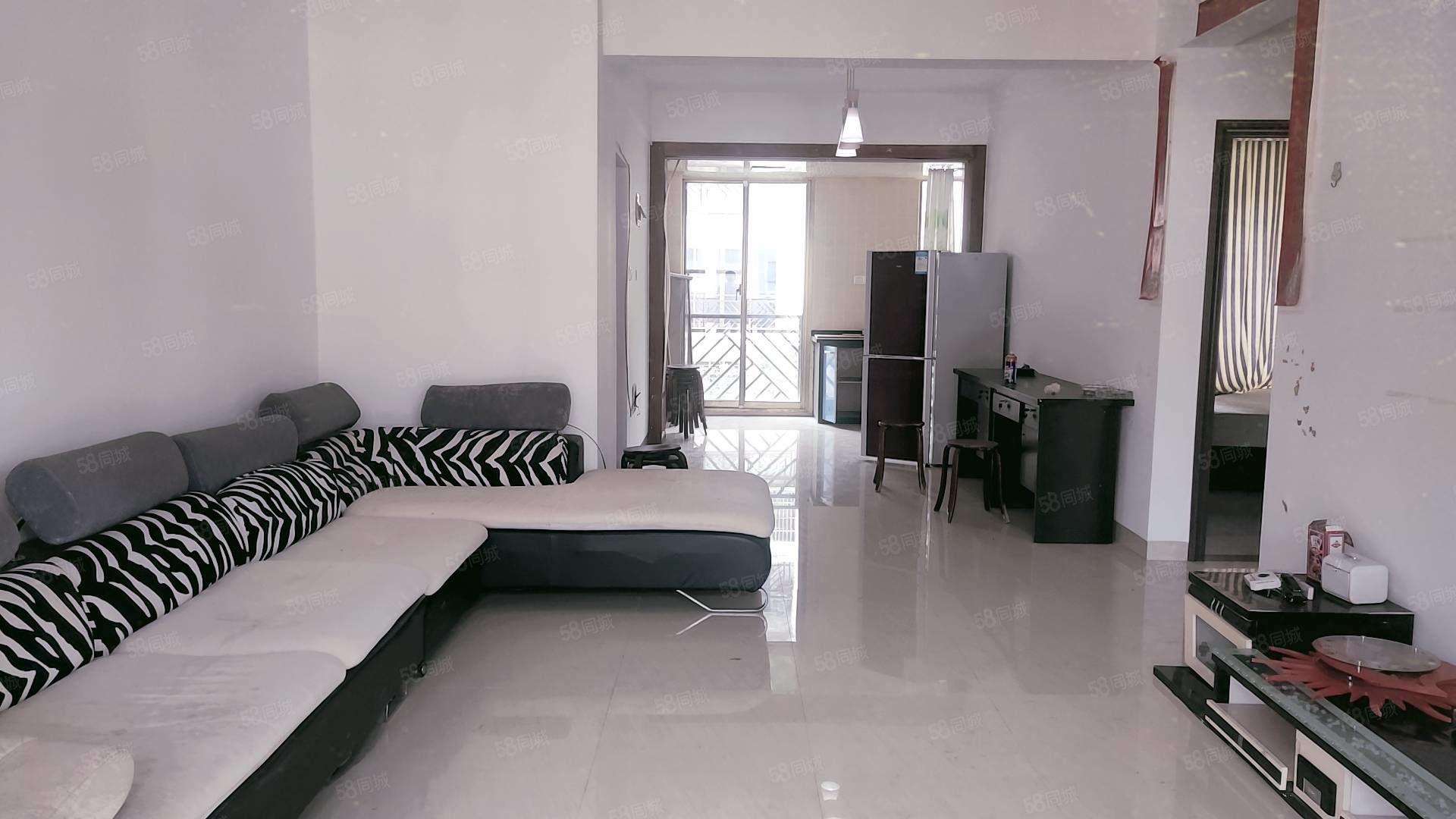 景成花半里两房两厅全新装修出租,家具家电齐全,拎包入住