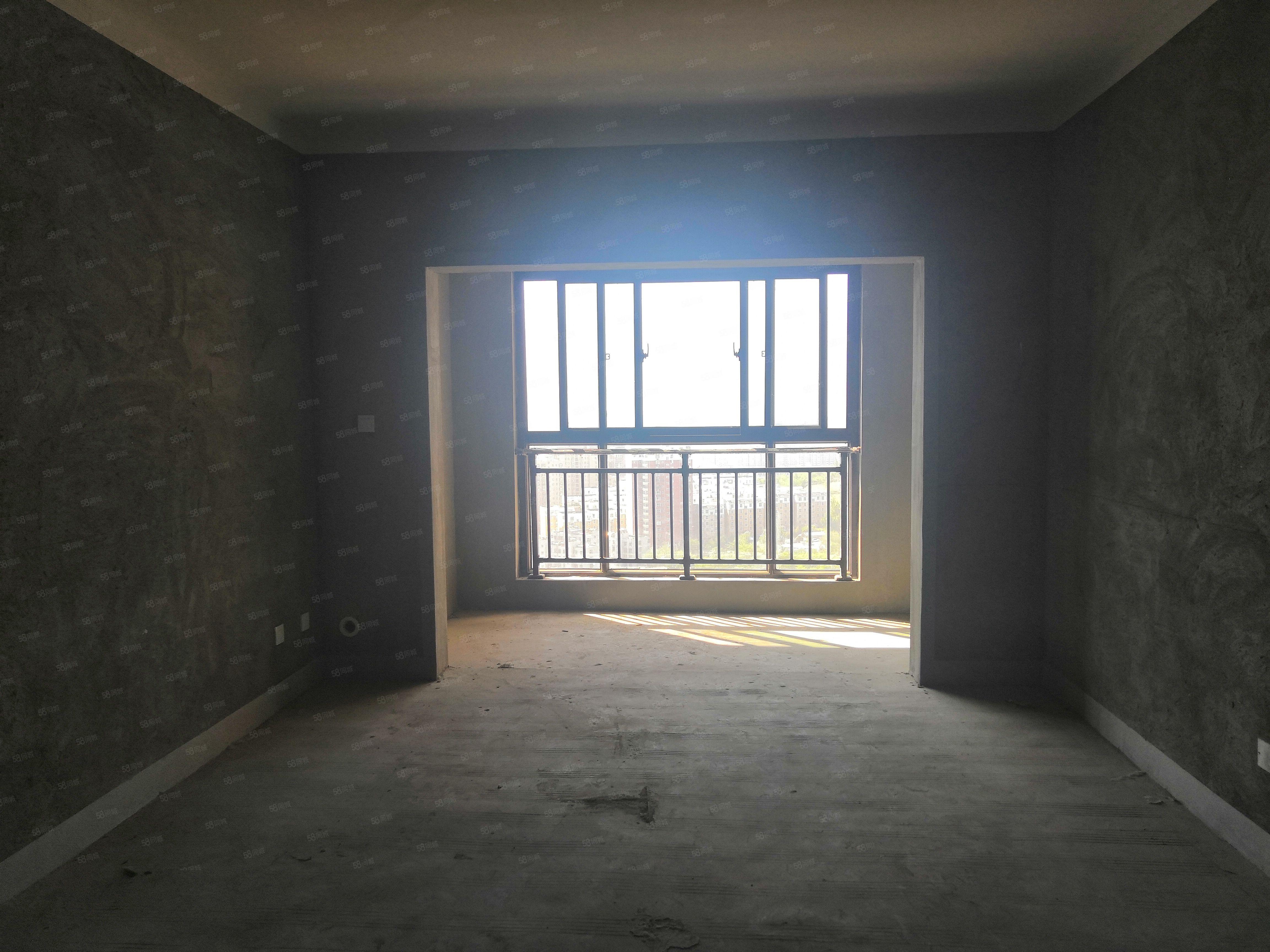 九龙广场~128平3室毛坯6月份交房~单价5千多只需68万