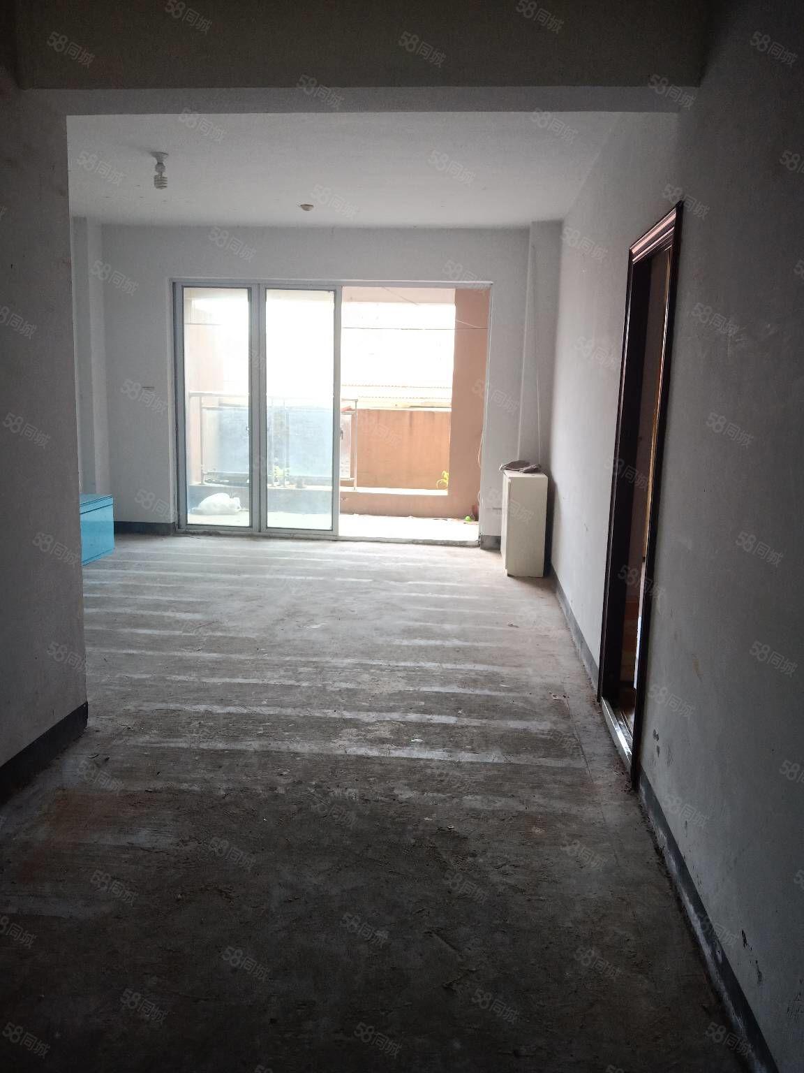 新城电梯房毛坯出售,有大阳台还送一个差不多30平方左右的露台