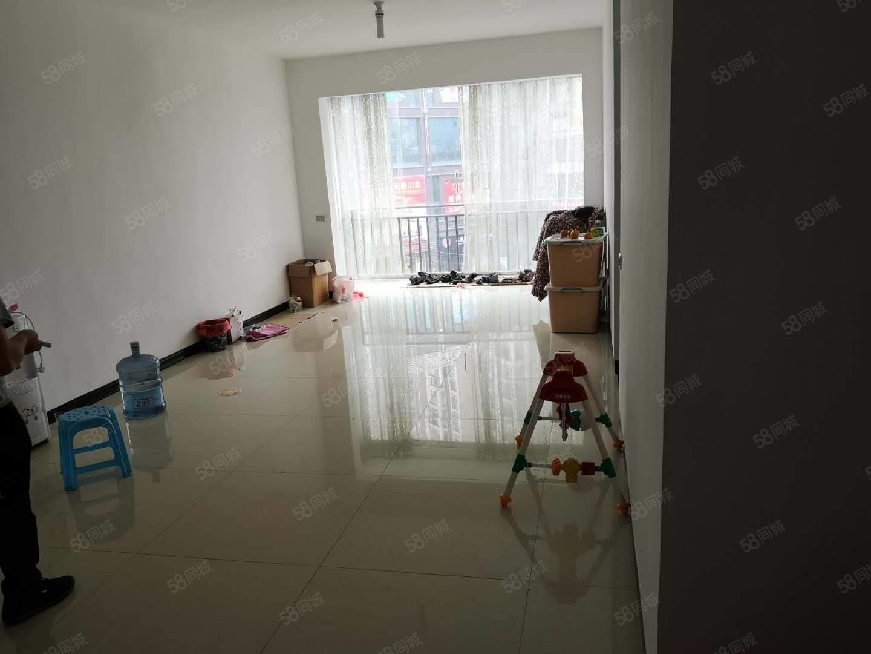 出售龙里龙城国际对面4楼95平精装2室2厅,售价45万元