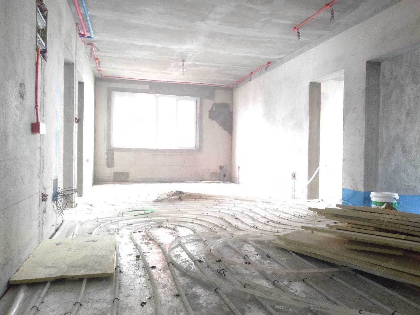 實驗小學旁巴塞羅那3室2廳毛坯西邊戶地暖水電裝好可按揭議價