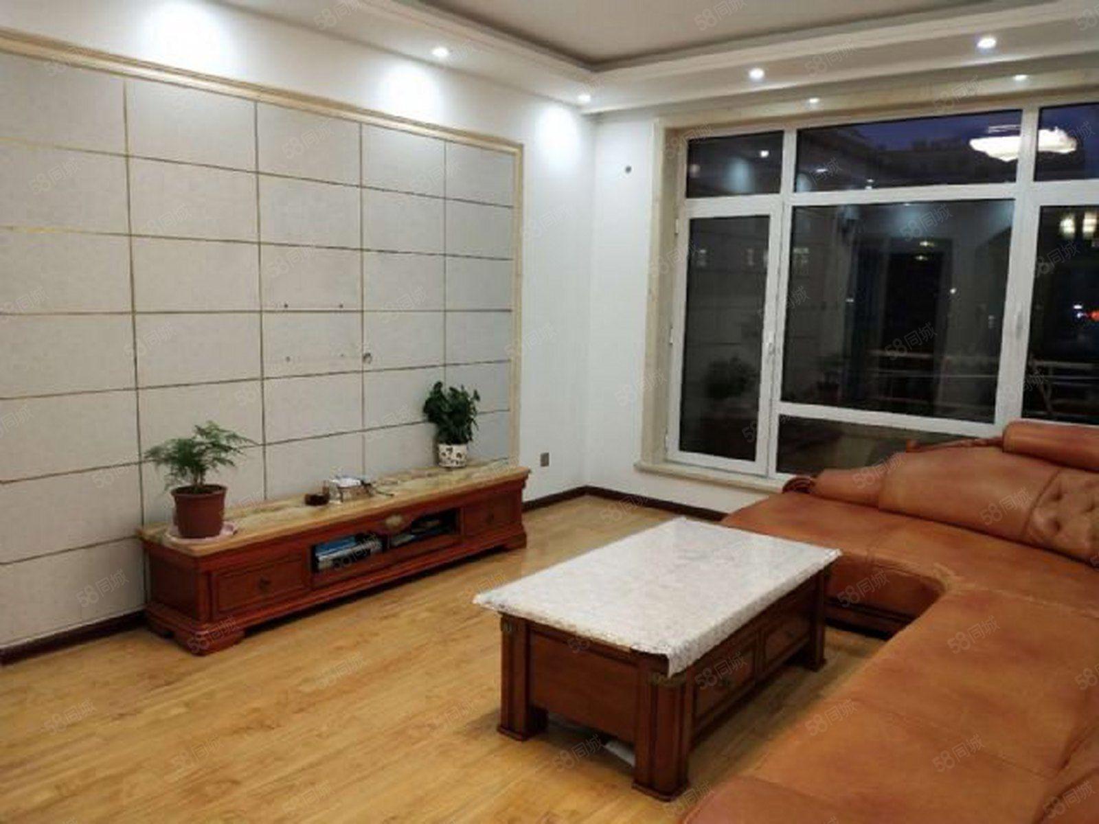 小区中间位置前后大阳台,餐厨并列侧卫五明户型,卫生间干湿分离