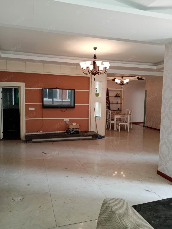 威尼斯人网站久长街精装步梯3楼4房超大平台繁华腹地配套完善舒适住家
