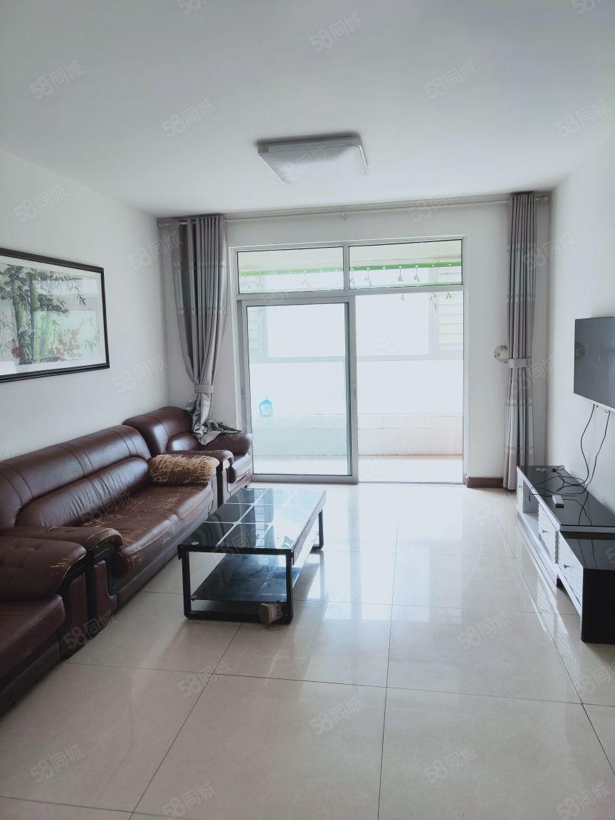 当代国际2楼两居室诚心出售看房方便