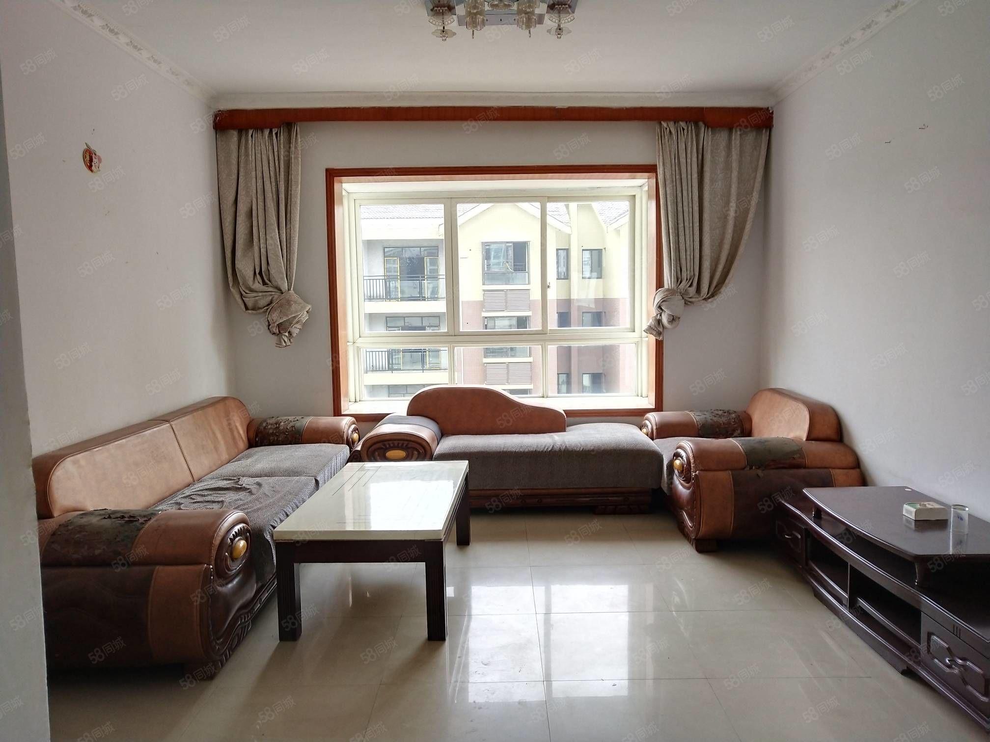 安居大市场旁翡翠绿洲5楼,小套三私人简装,双证齐全可按揭