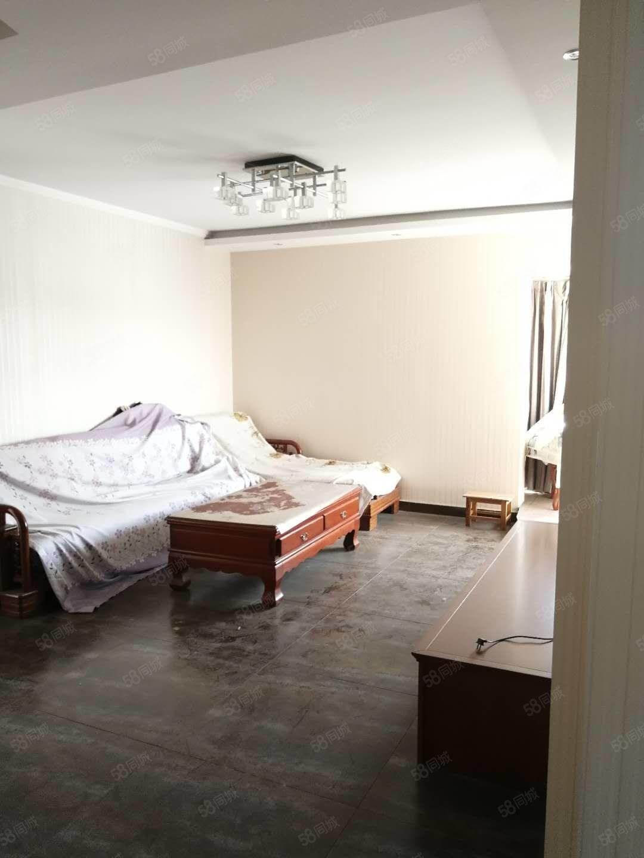 世纪大道华宇蓝郡3室精装修带全套木制家具家电看房方便
