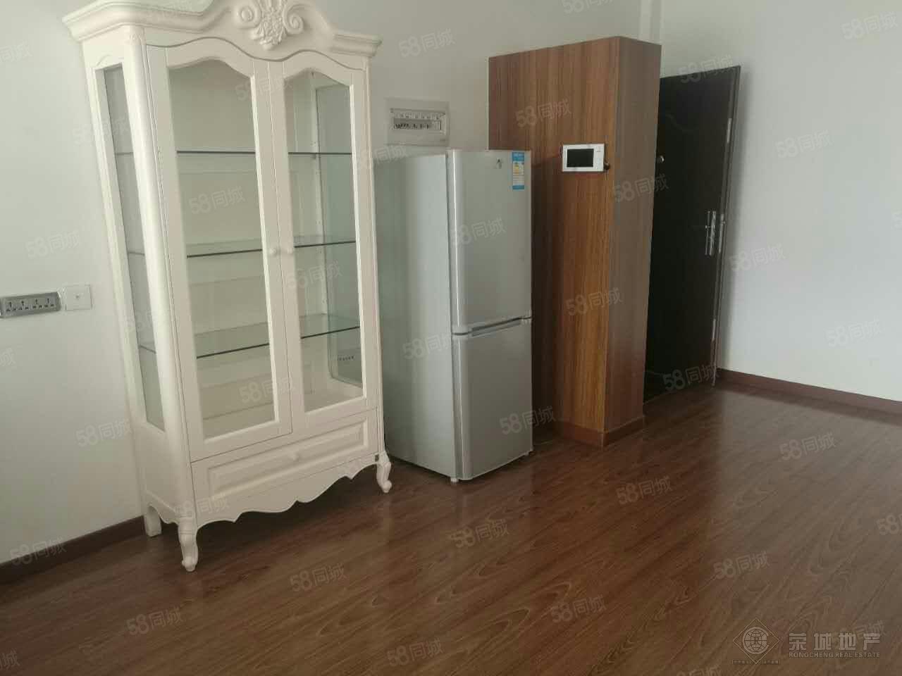 聚缘公寓2000元3室2厅2卫精装修,家具电器齐全,有