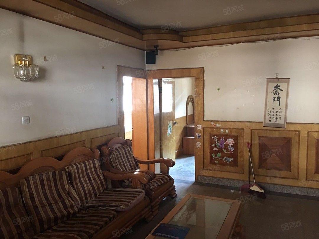 烟厂D区3楼3个卧室带家具只要1200元