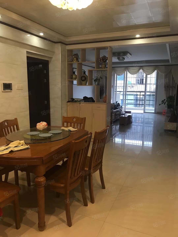 丽水鑫城大3房加车位,精装修,保养新,满五唯一。