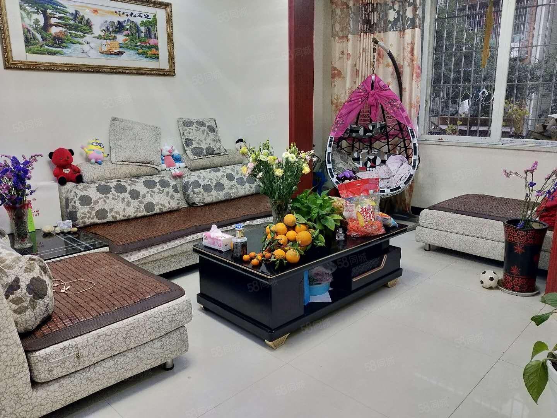 大龙花园现浇低层精装三室房东急需用钱便宜卖了