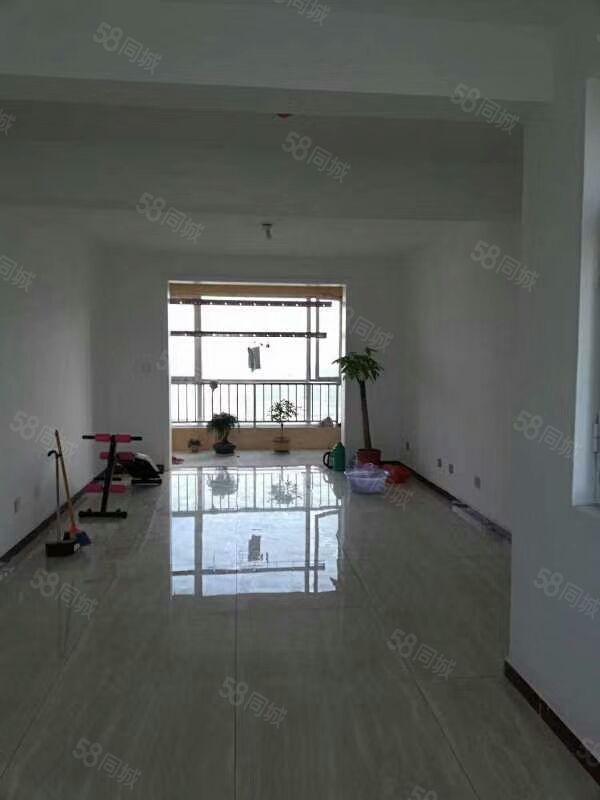 出售平安佳苑17复式楼195平,3室2厅2卫,阁楼未装修。