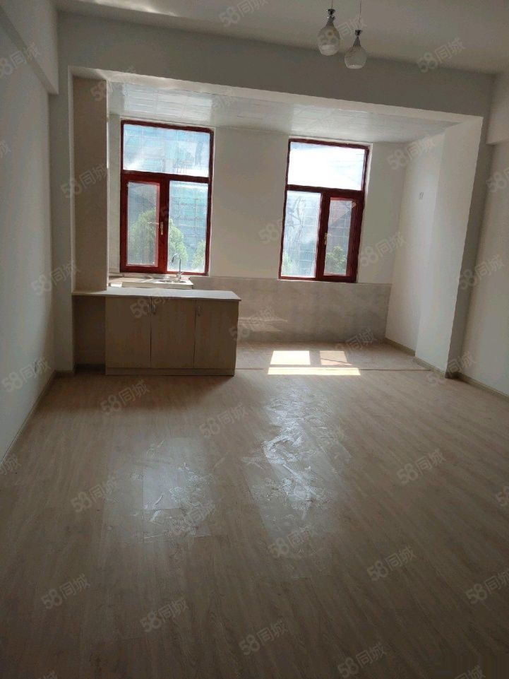 首付6万一套70年产权现房公寓