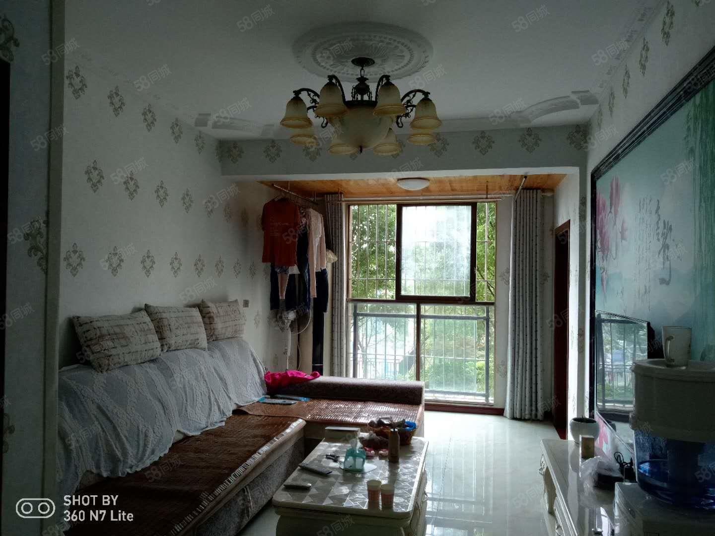 重报时代中央精装两室温馨的装修家一般的感觉