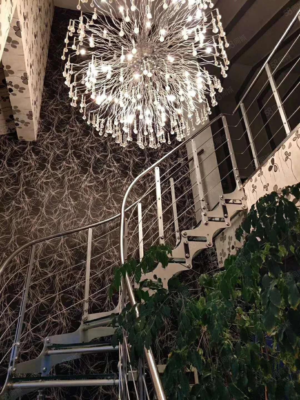 宏运奥园中心地段中奥147平赠送90平阁楼豪华精装修