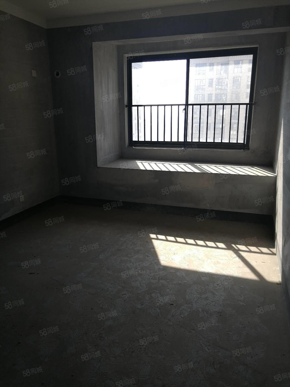 急售,绿城海棠公寓,三楼,带150方大露台,使用空间大