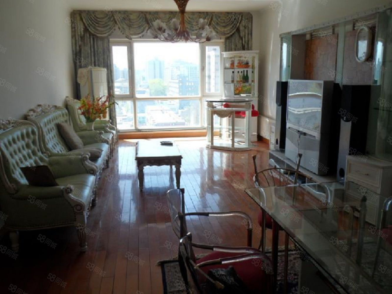 凤凰山小区3室1厅拎包入住家具齐全低层
