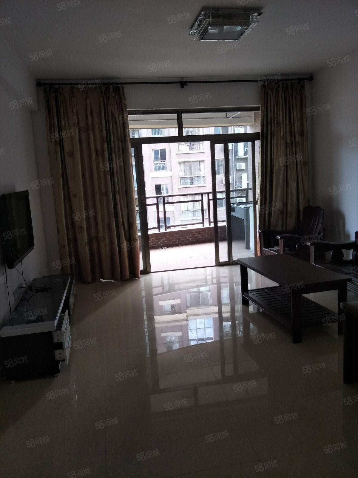 万达东湖御景小区电梯房三房两厅无欠中装出售
