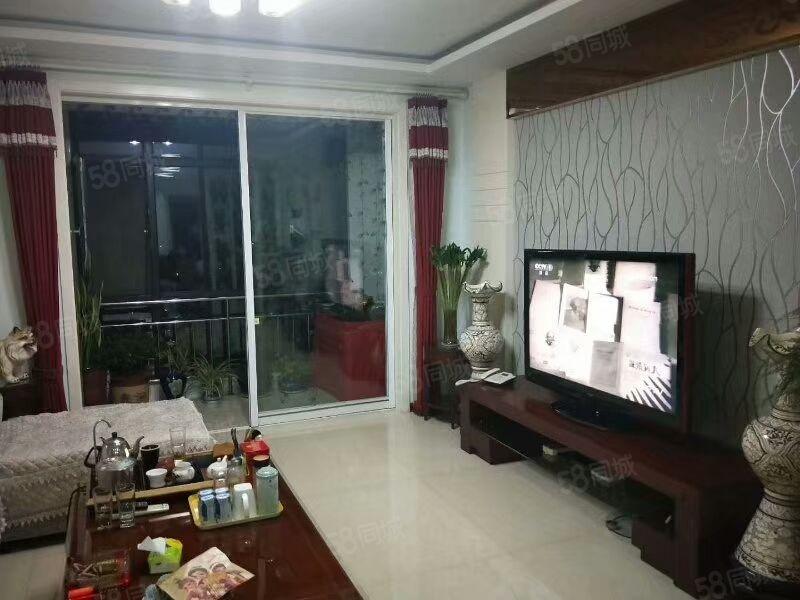 富泰城一层,93平米通透两居,每平7500,中装,本满两年,