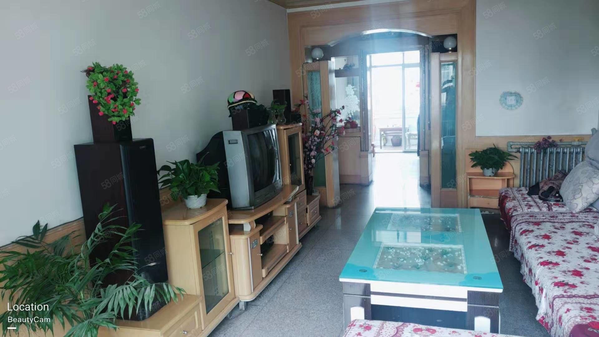 西苑小區三樓,標準戶型,家具家電齊全