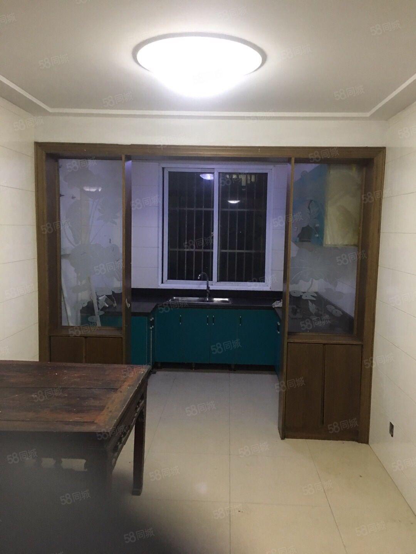 南湖苑精装修2室2厅1卫大露台前面间距200米急售