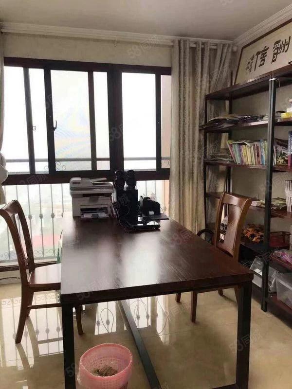 香港花园精装修四室两卫带储藏室性价比高赠送书房!