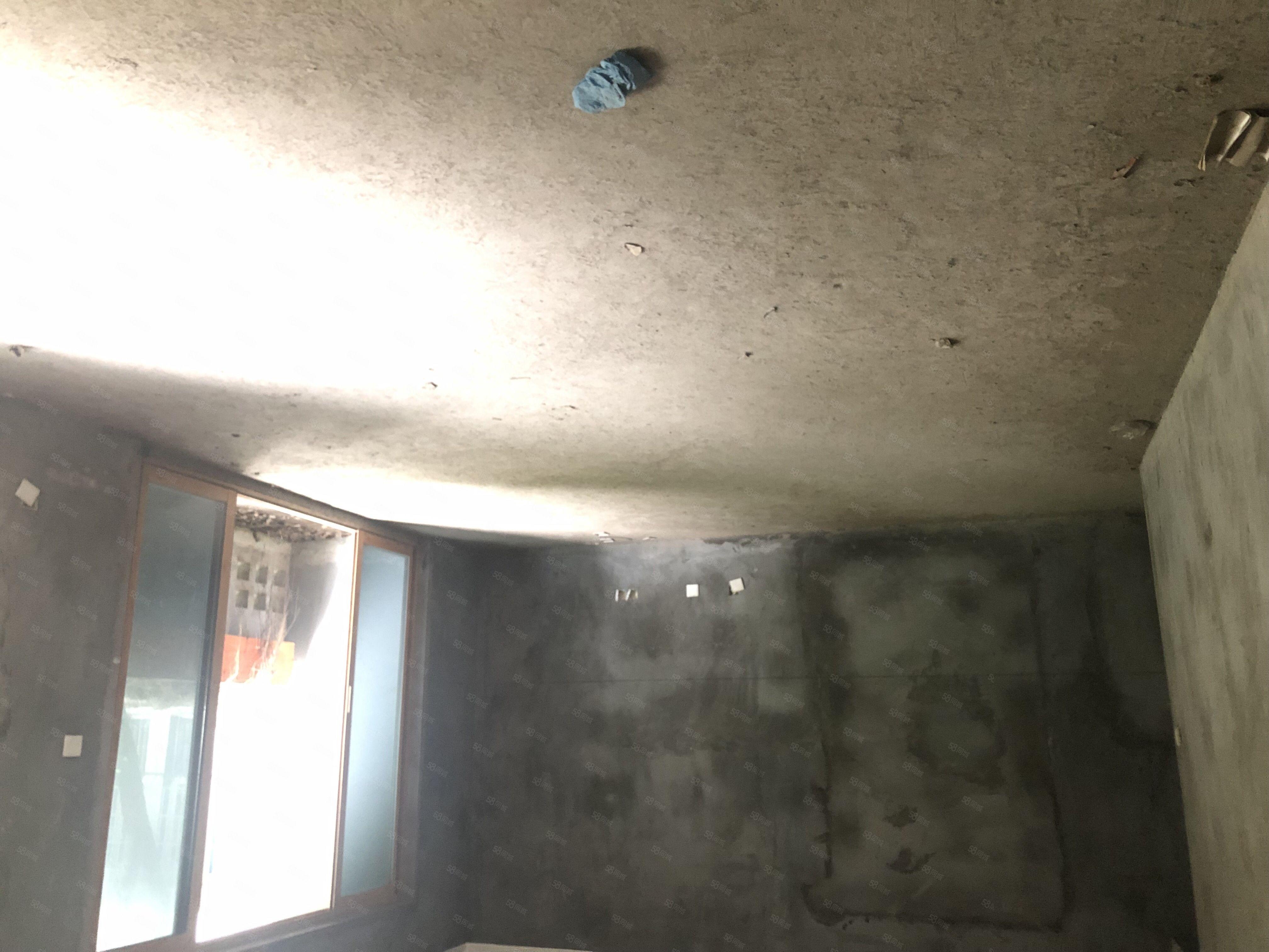城西单价6000元空间爱琴海7m开间客厅3个阳台