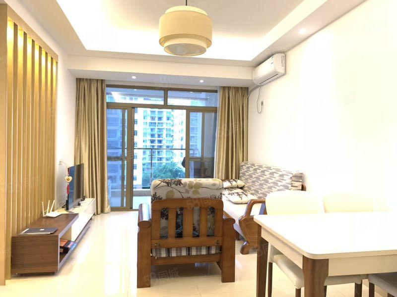 三亚市区凤凰路山水国际全新装修两居室户型通透采光好