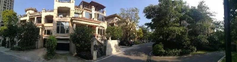 三盛别墅位置高点环境优美只售270万
