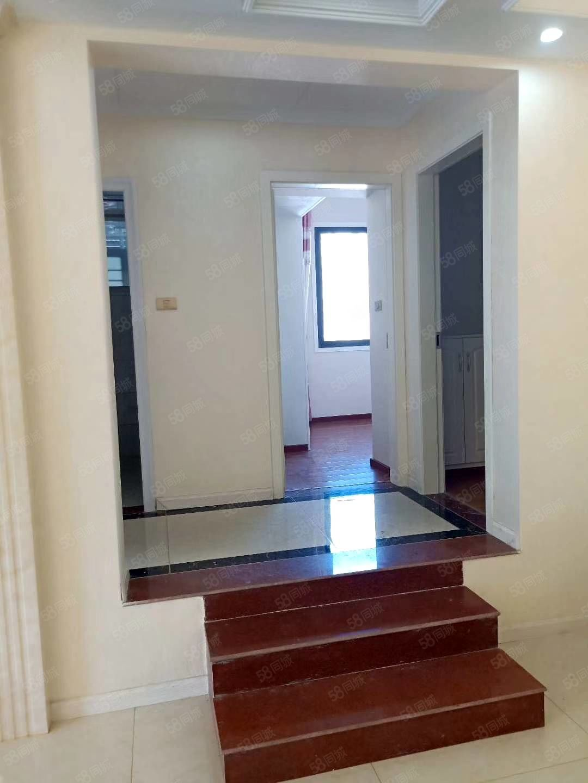 职教旁丶好房子单价6000多面积123.41平米,精装