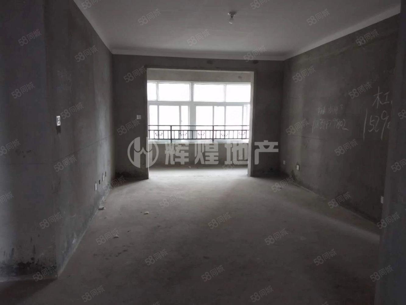 天明城,四室两厅两卫,有证可以分期,毛坯只要72万。