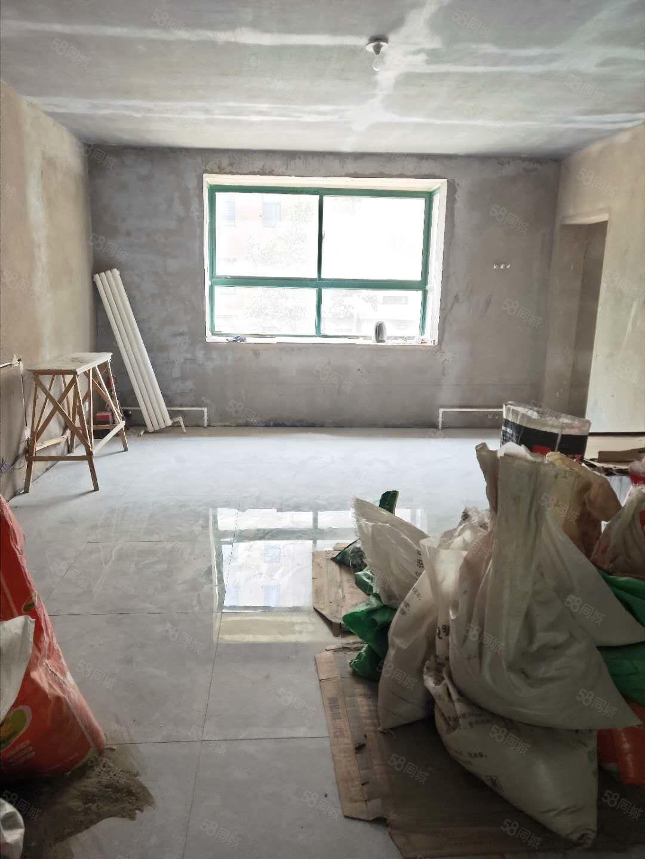 东方福地四室送书房地砖已铺好价格合适支持分期