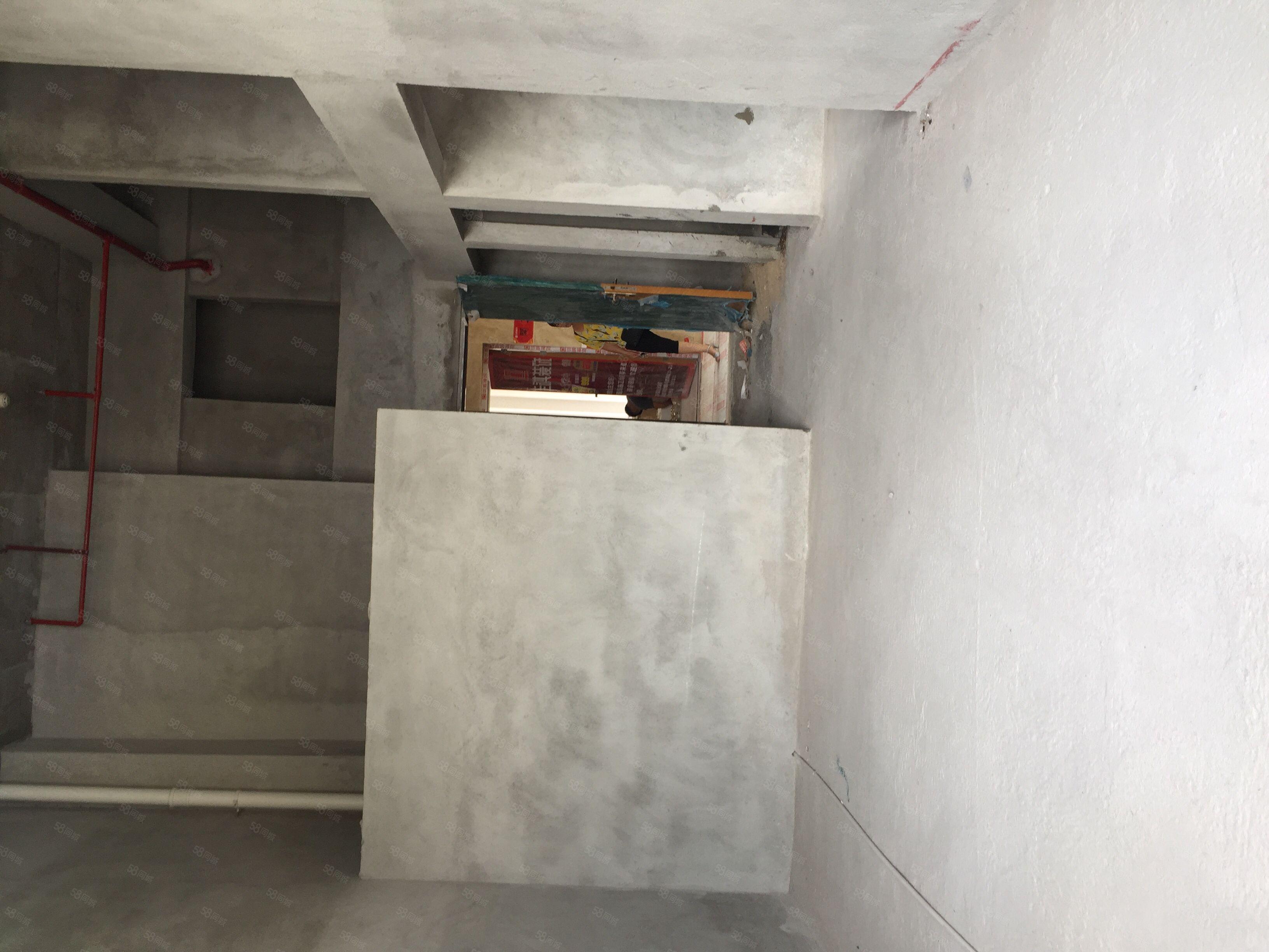 清華坊向南復式公寓,首層88方,樓高5.2米