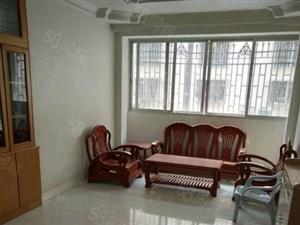 县城中心地段三房出售