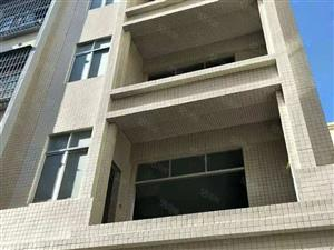 金桂花园周边私宅占地60平方,四层半,全新毛坯,开价135万