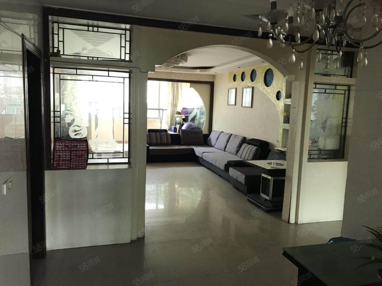 金龙豪城,步梯5楼,4房,精装,关门卖,可按揭,68万8
