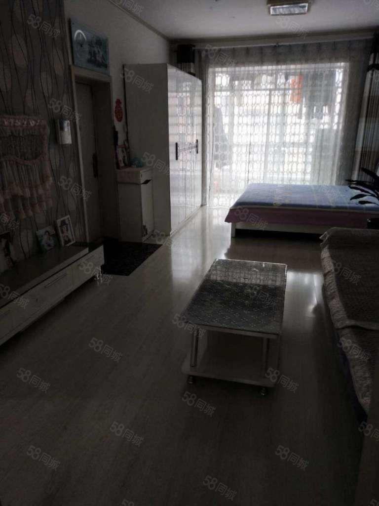 富丽华庭精装修两居室中间楼层小区位置好出行方便万